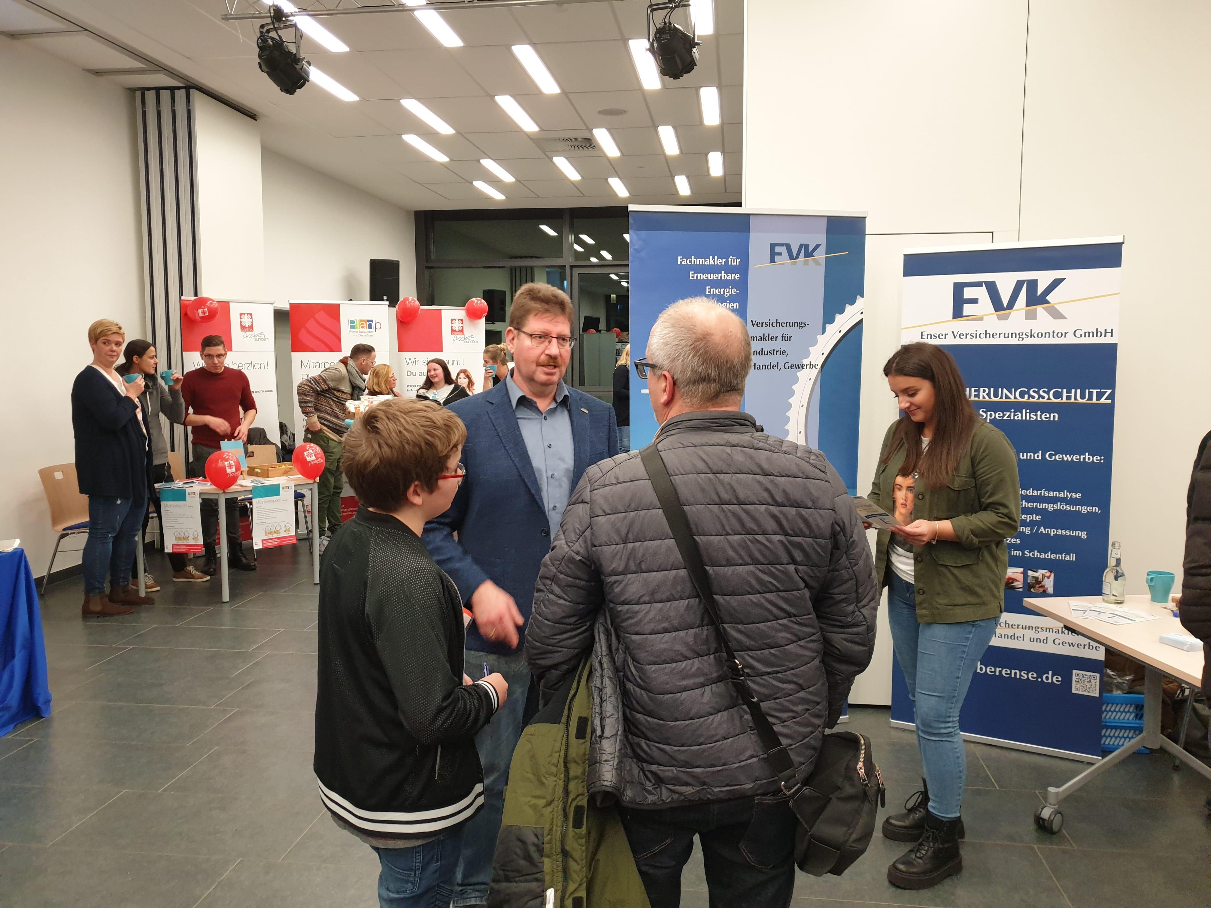 Gespräch am EVK-Messestand bei der Ausbildungsmesse