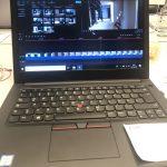 Laptop mit Videobearbeitungssoftware
