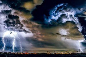 Gewitter mit Blitz und Donner