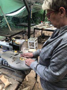 Sägearbeit Holzkunstwerk