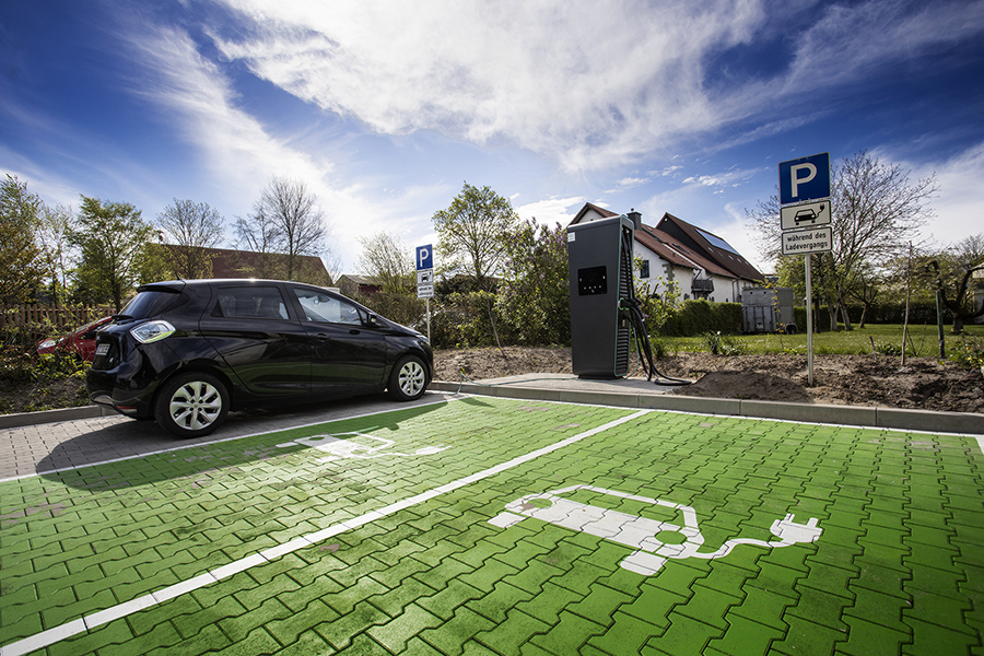 Elektroauto an Ladesäule
