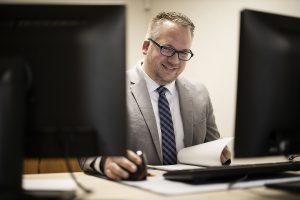 Michael Speit am Arbeitsplatz