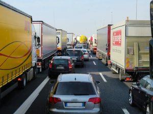 LKWs im Stau Schäden gedeckt furch Transportversicherung