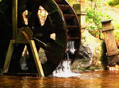 Wasserrad in Aktion